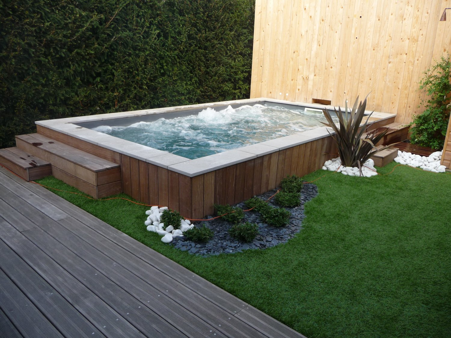 Tout savoir sur la piscine hors sol ze news for Amenagement piscine hors sol photo