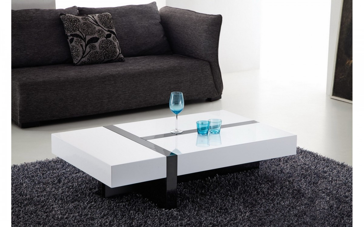 Comment choisir entre une table basse rectangulaire et une for Photos de salon