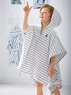 offrez un peignoir poncho votre enfant pour la sortie de la douche ze news. Black Bedroom Furniture Sets. Home Design Ideas